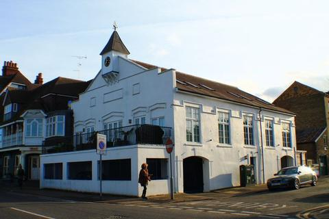 2 bedroom apartment to rent - River Bank, East Molesey