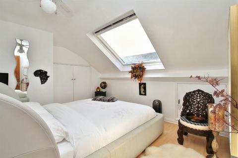 4 bedroom semi-detached bungalow for sale - Elvin Crescent