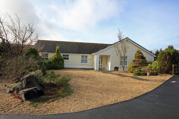 4 Bedrooms Detached Bungalow for sale in Rhoslan, Upper Tumble, Nr. Cross Hands, Carmarthenshire