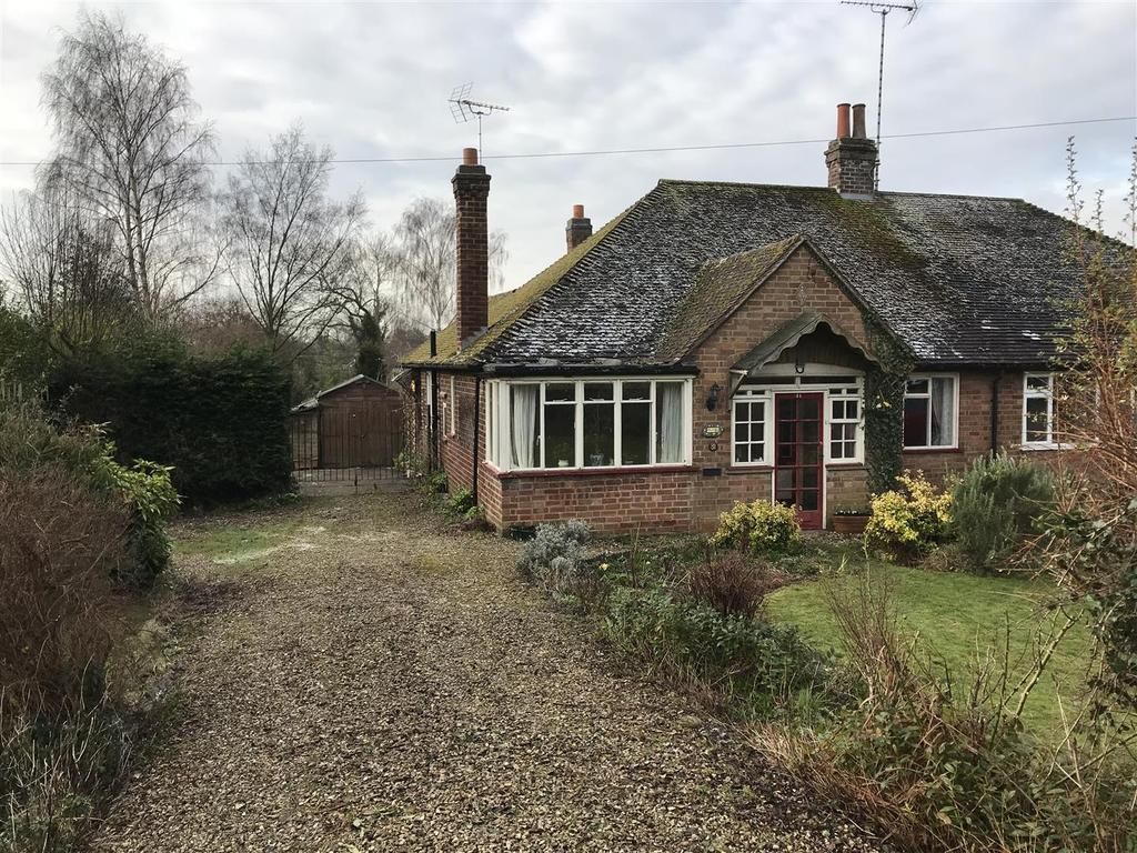 2 Bedrooms Semi Detached Bungalow for sale in Harborough Road, Kibworth Harcourt