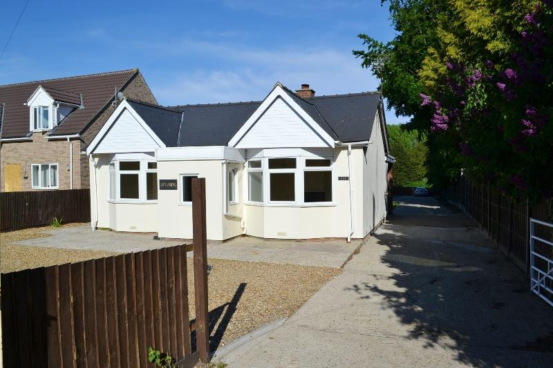 3 Bedrooms Bungalow for sale in Fordham Road, Newmarket, CB8