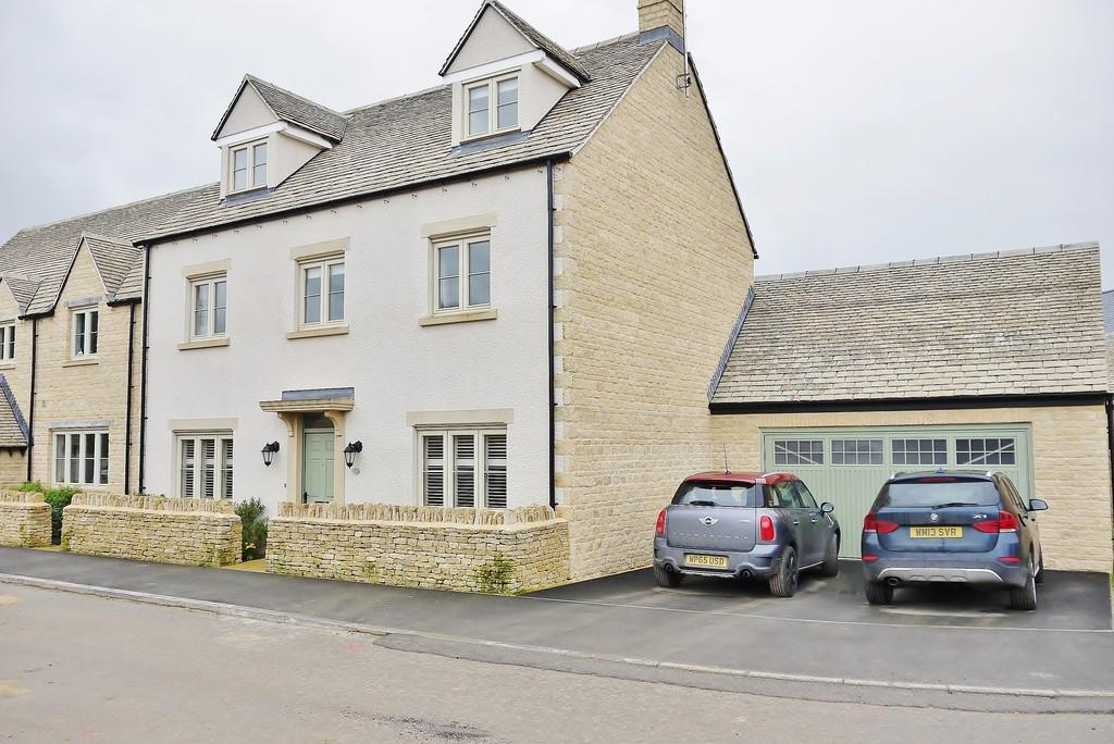 5 Bedrooms Detached House for sale in Teal Way, South Cerney