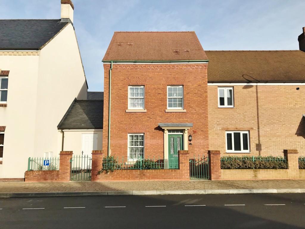 3 Bedrooms Semi Detached House for sale in Brentfore Street, Wichelstowe