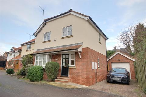 3 bedroom semi-detached house for sale - Spire View, Hessle