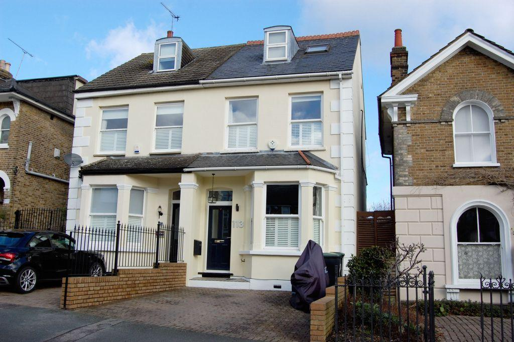4 Bedrooms Semi Detached House for sale in Queens Road, Buckhurst Hill, IG9