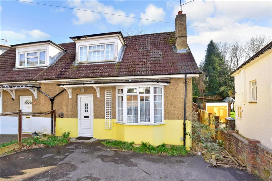 2 Bedrooms Semi Detached House for sale in Dallaway Gardens, East Grinstead, West Sussex