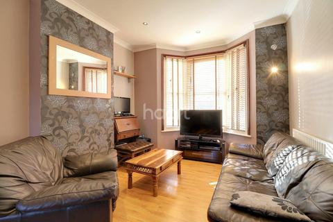 3 bedroom terraced house for sale - St James Road, London, E15