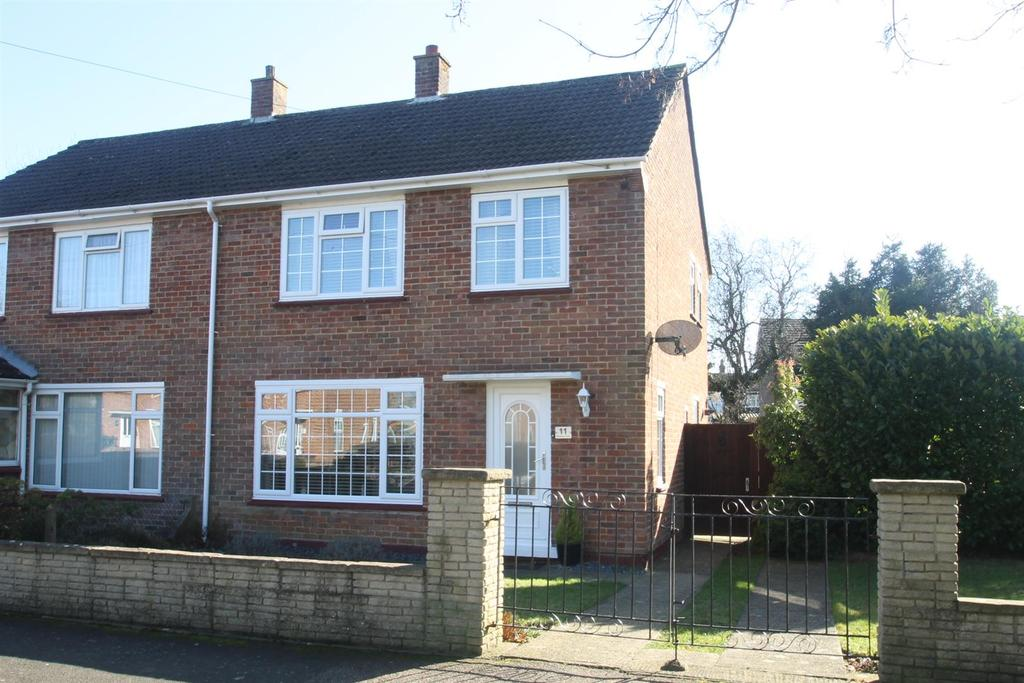 3 Bedrooms Semi Detached House for sale in Brishing Close, Maidstone