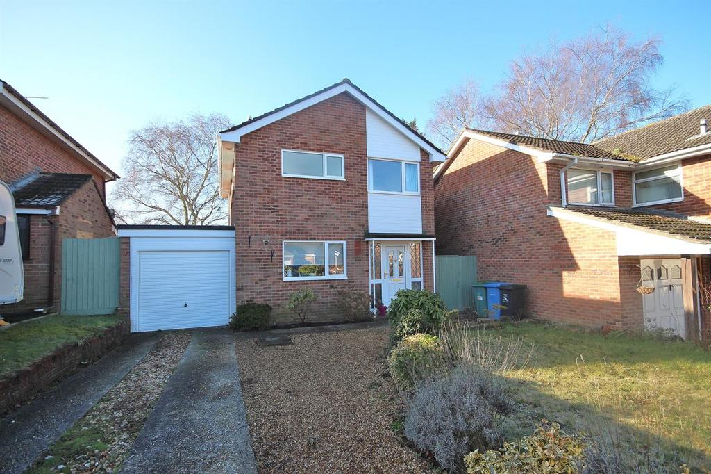 3 Bedrooms Detached House for sale in Verity Crescent, Canford Heath, Poole