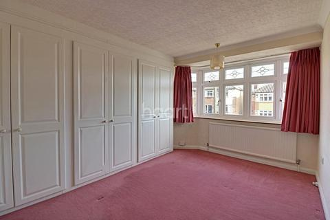 3 bedroom semi-detached house for sale - Glenton Way, Rise Park, Romford