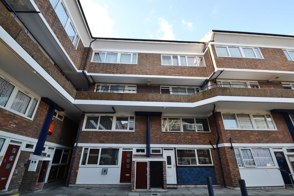 3 Bedrooms Maisonette Flat for sale in Payne Street Deptford SE8