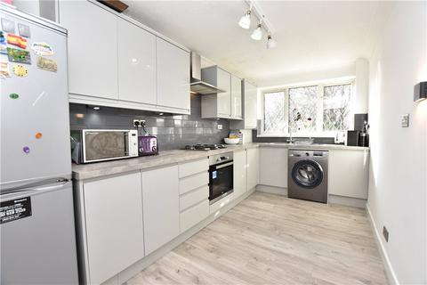 2 bedroom apartment to rent - Well House Court, Well House Road, Oakwood, Leeds