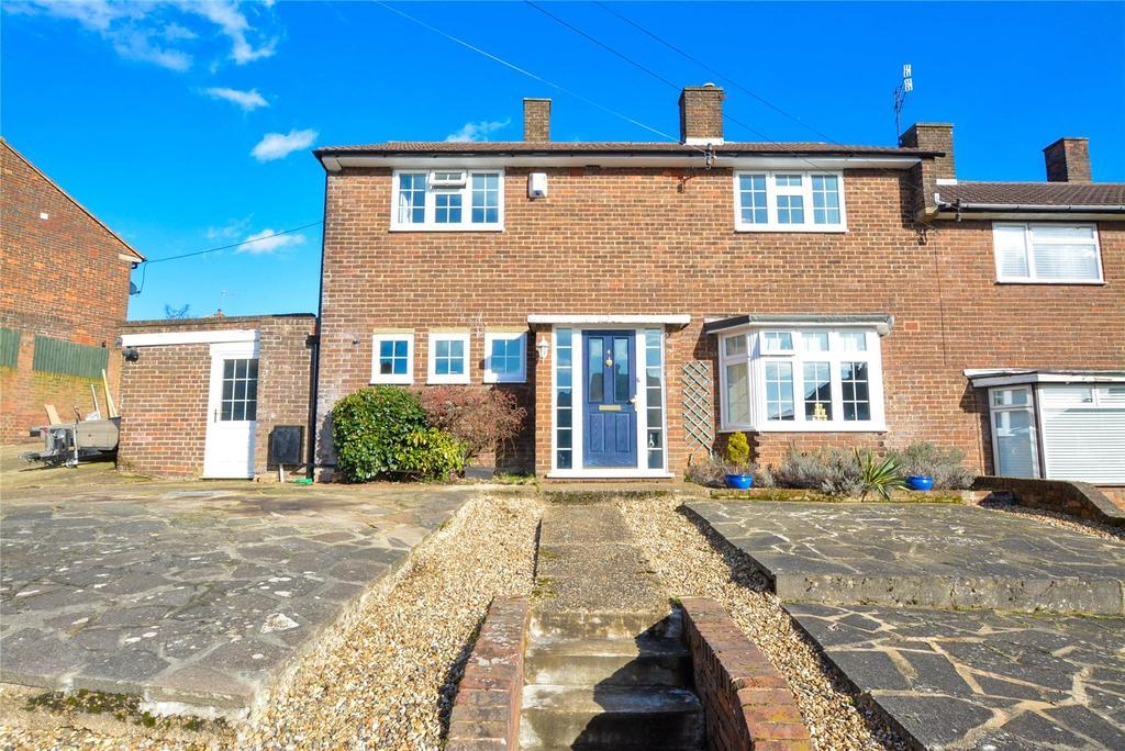 4 Bedrooms Semi Detached House for sale in Chambersbury Lane, Hemel Hempstead, Hertfordshire, HP3