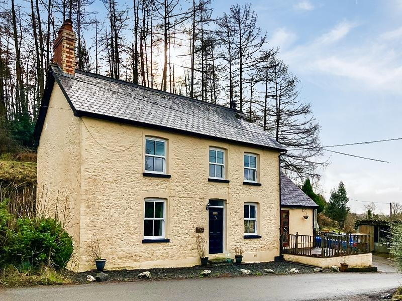 3 Bedrooms Detached House for sale in Cynghordy, Llandovery, Carmarthenshire.