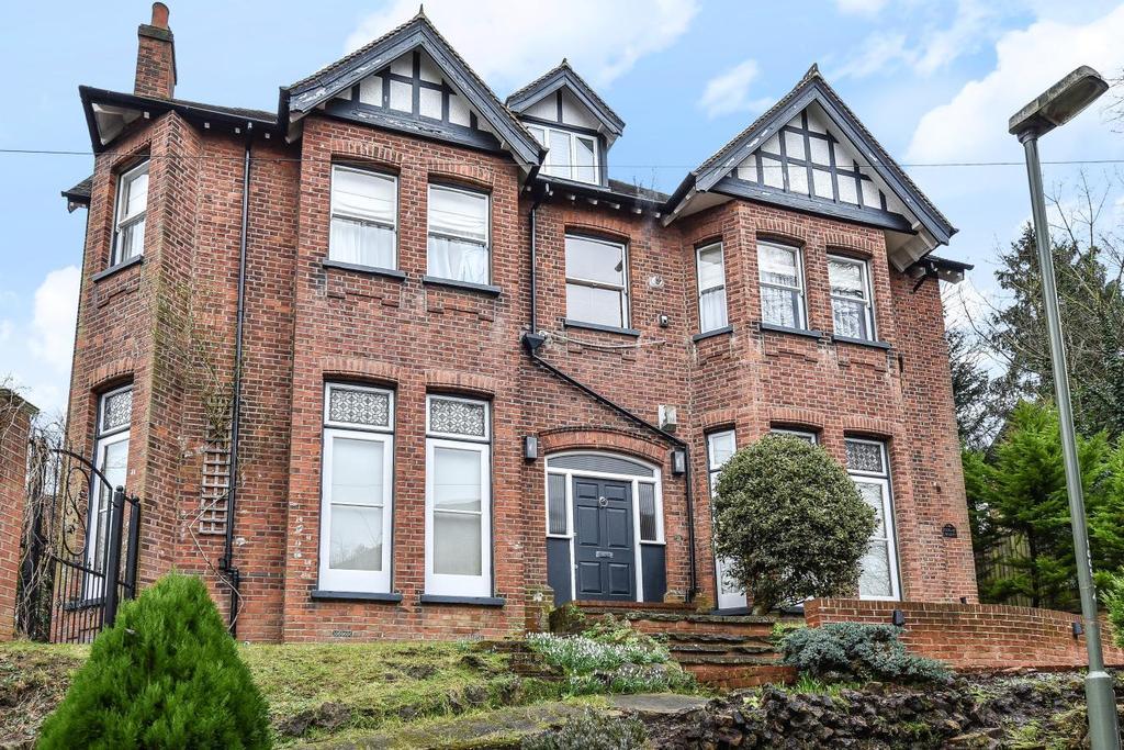 2 Bedrooms Flat for sale in Susan Wood, Chislehurst
