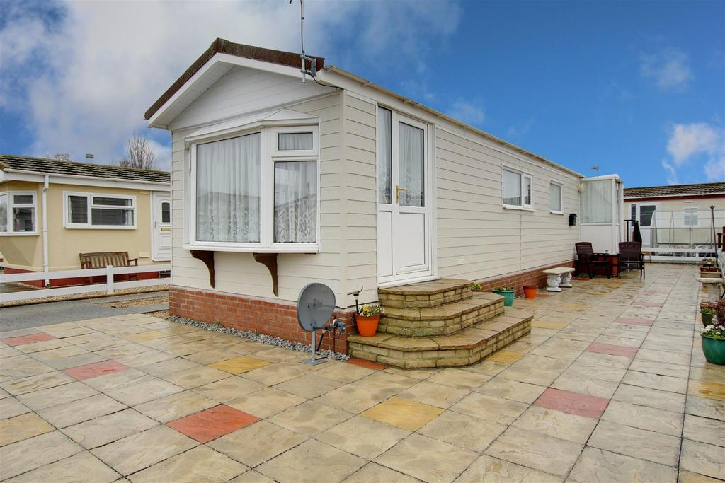 2 Bedrooms Park Home Mobile Home for sale in Seahaven Springs, Seaholme Road, Mablethorpe