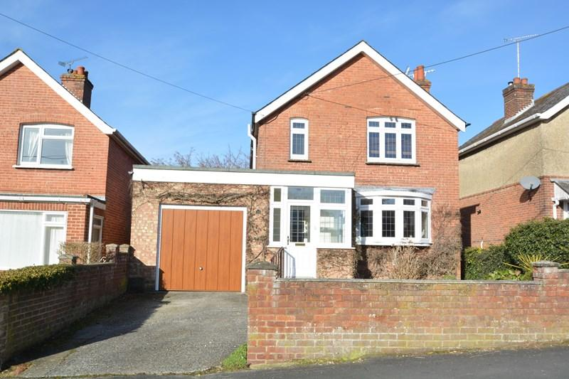 3 Bedrooms Detached House for sale in Manor Road, Andover