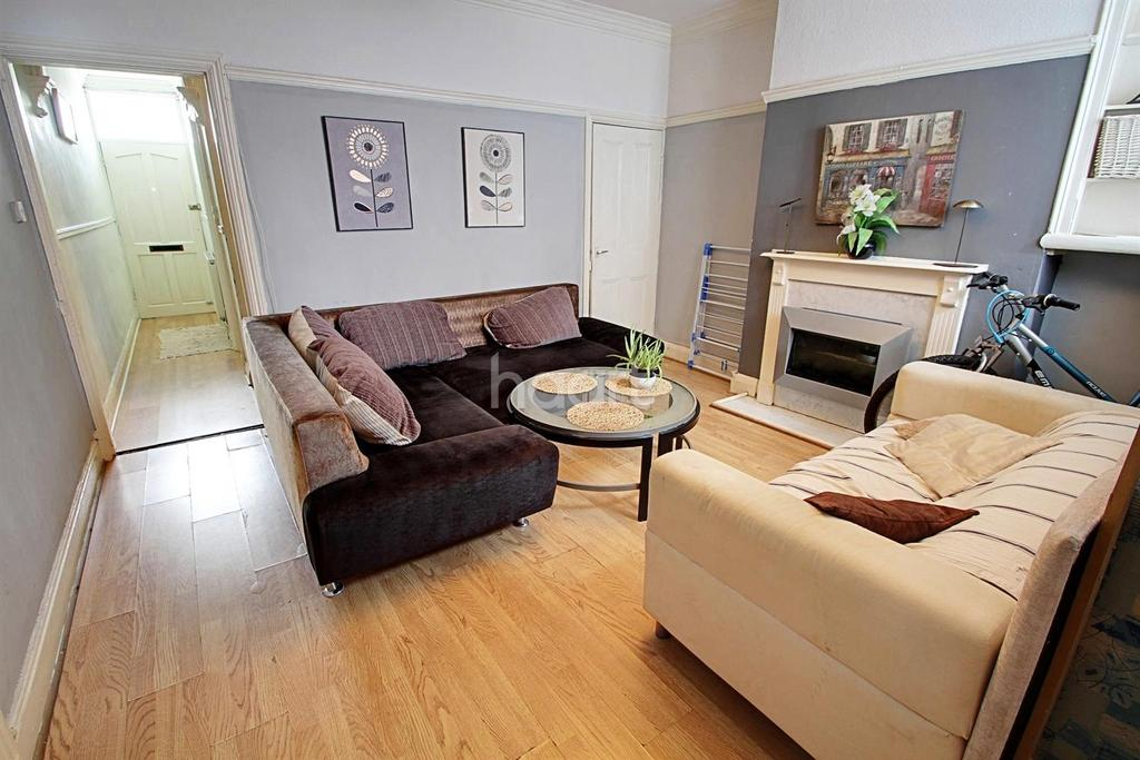 3 Bedrooms Terraced House for sale in Fosse Road North, Leicester