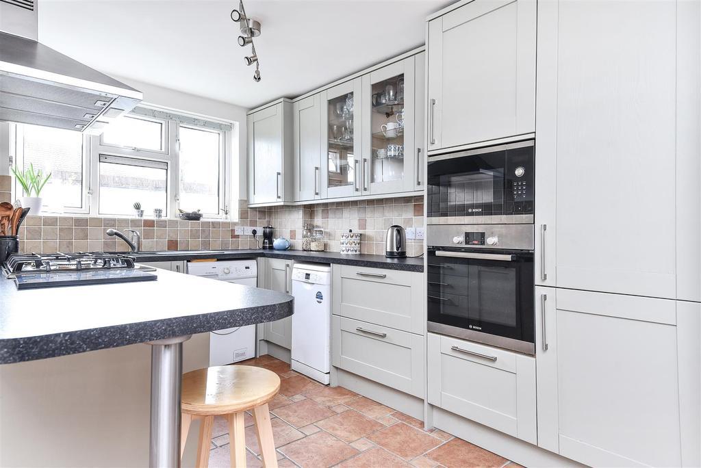 3 Bedrooms Flat for sale in Mortlake High Street, Mortlake, London, SW14