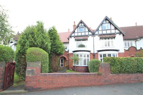 3 bedroom apartment to rent - Thornfield Road, West Park, Leeds, LS16 5AR