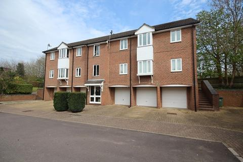 2 bedroom flat to rent - Bruyn Court, Fordingbridge
