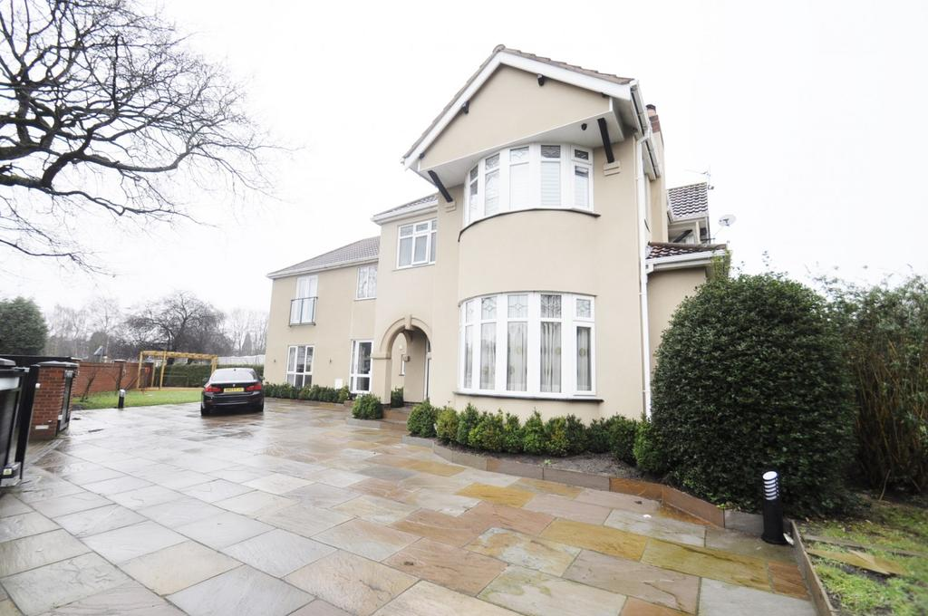 4 Bedrooms Detached House for sale in Bramhall Moor Lane, Hazel Grove,