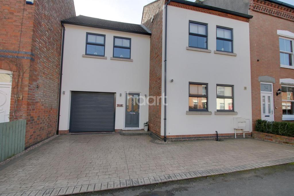 4 Bedrooms Terraced House for sale in Park Road, Blaby, Leicester