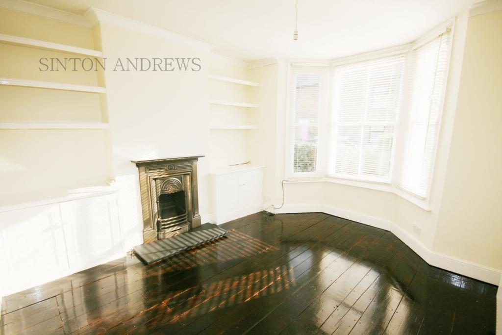 3 Bedrooms House for rent in St Margarets Road, Hanwell, W7
