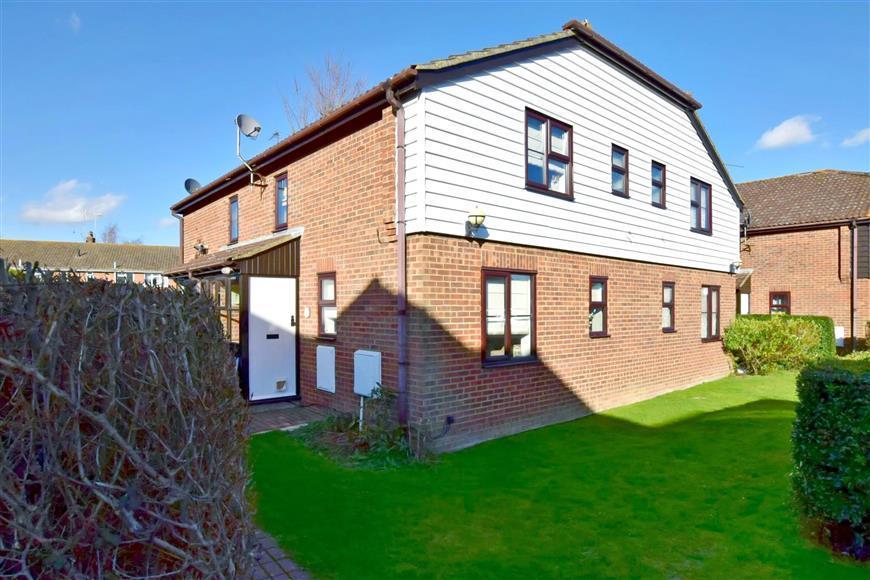 1 Bedroom Terraced House for sale in Oak Tree Close, Marden, Kent