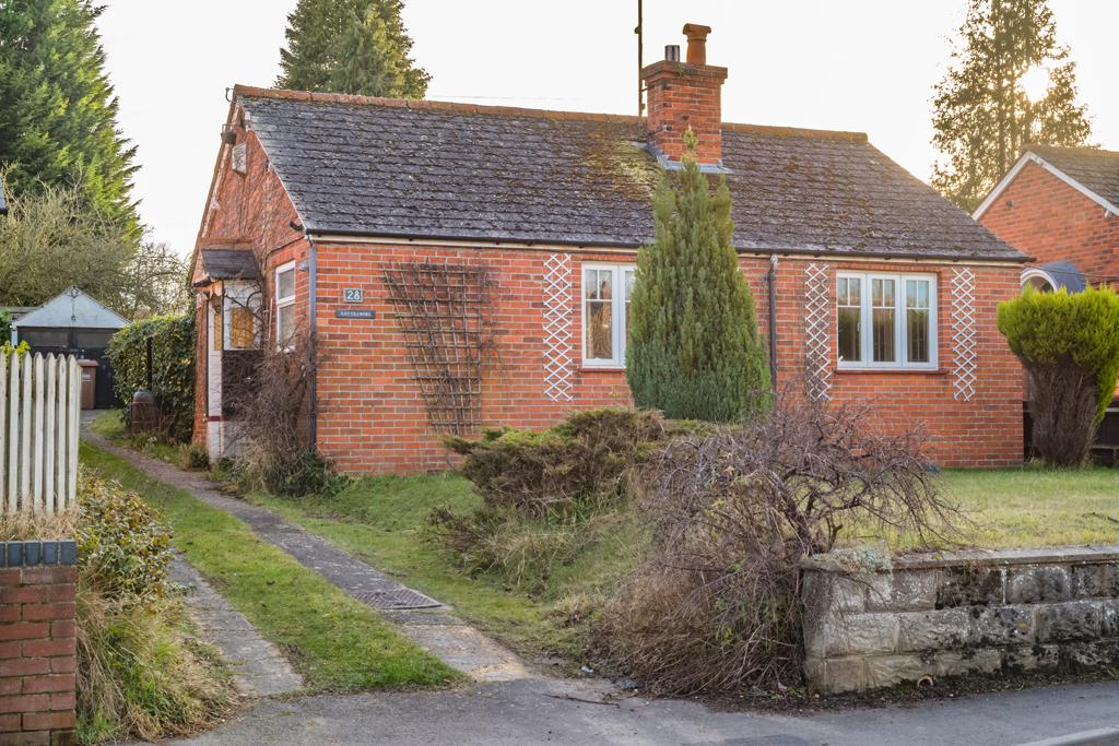 3 Bedrooms Detached House for sale in Cottesmore, Goring on Thames, RG8