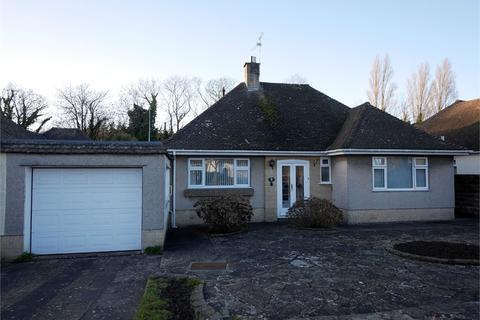 2 bedroom detached bungalow for sale - Charteris Close, Penarth