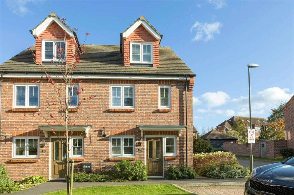 3 Bedrooms Semi Detached House for sale in 12 Clayhanger, GUILDFORD, Surrey
