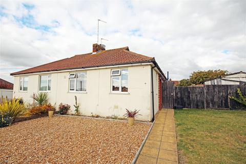 2 bedroom semi-detached bungalow to rent - Mayfield Close, Patcham, Brighton