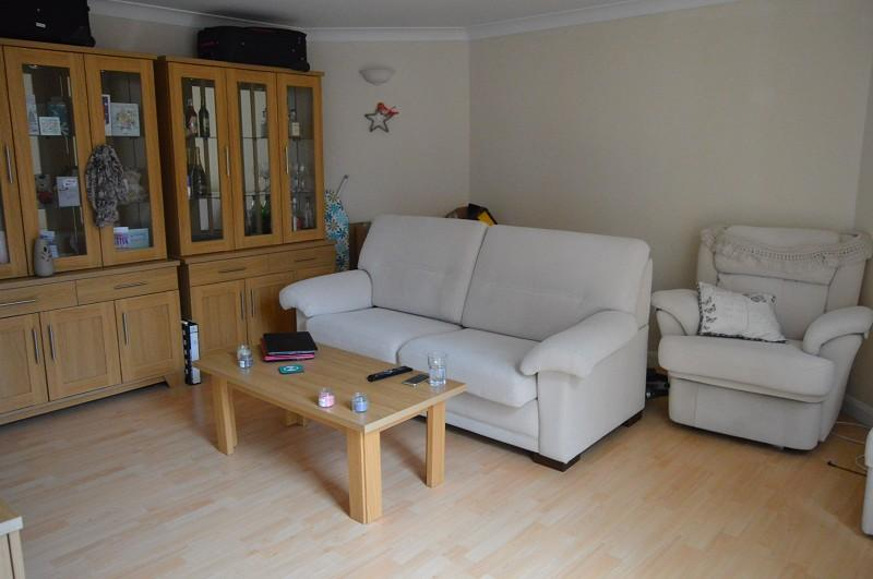 1 Bedroom Flat for sale in Sussex Keep , Sussex Close, Slough, Berkshire. SL1 1NY
