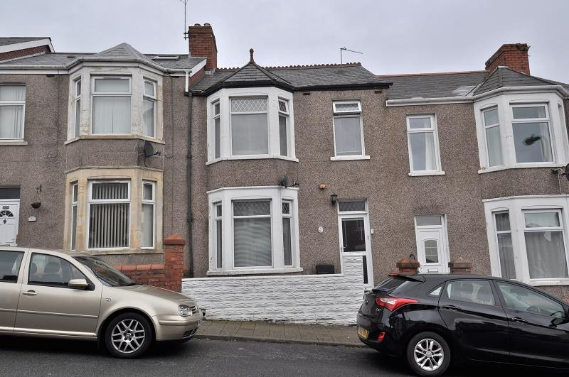 3 Bedrooms Terraced House for sale in 62 Trinity Street, Barry CF62 7EX