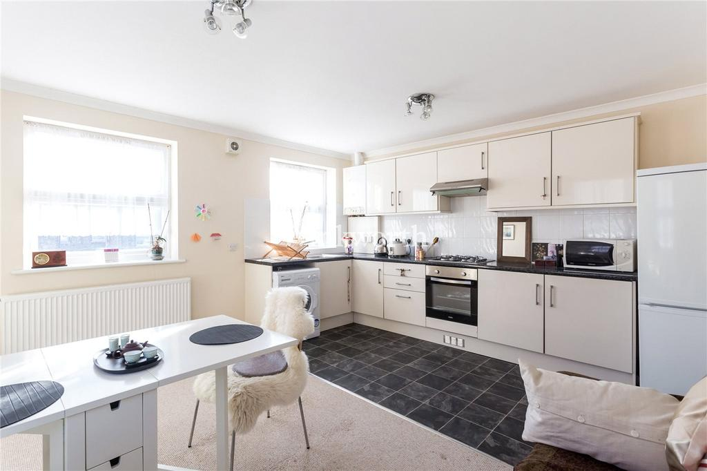 3 Bedrooms Maisonette Flat for sale in Bruce Castle Road, London, N17