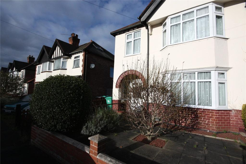 3 Bedrooms Semi Detached House for sale in Wimbledon Road, Nottingham, Nottinghamshire, NG5