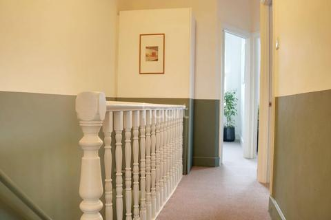 2 bedroom flat for sale - Huxley Road