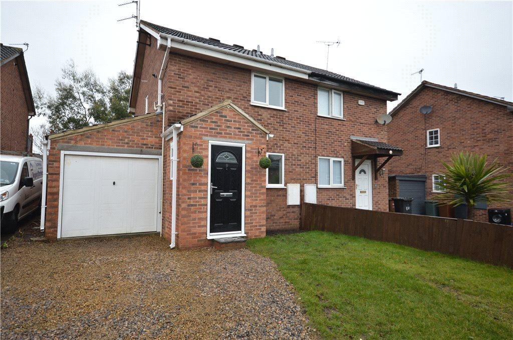 2 Bedrooms Town House for sale in Lea Park Close, Leeds, West Yorkshire