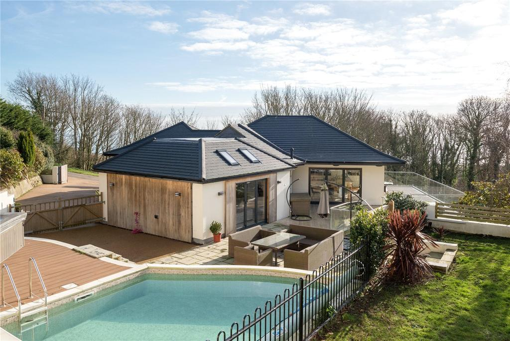 4 Bedrooms Detached House for sale in Cliff Road, Hythe, Kent