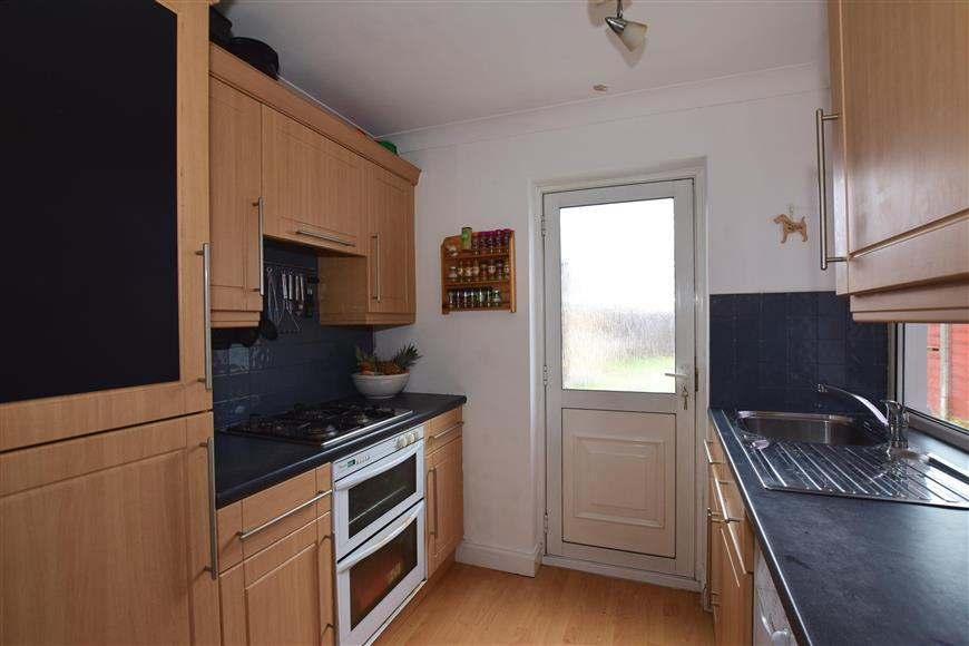 2 Bedrooms Terraced House for sale in Finchley Close, Dartford, Kent
