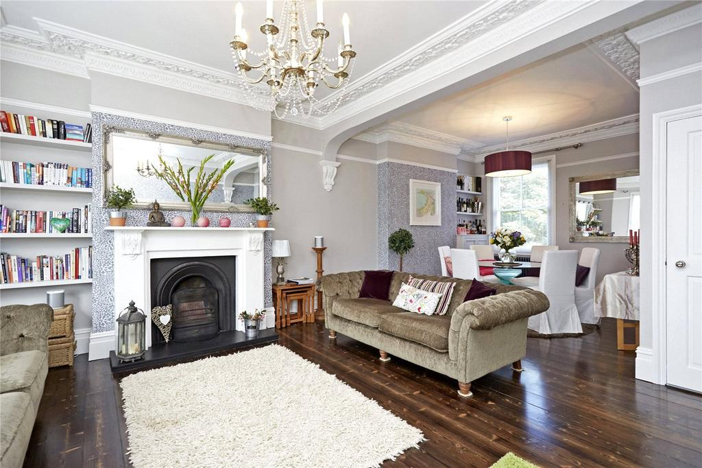 3 Bedrooms Maisonette Flat for sale in Portsmouth Road, Thames Ditton, Surrey, KT7