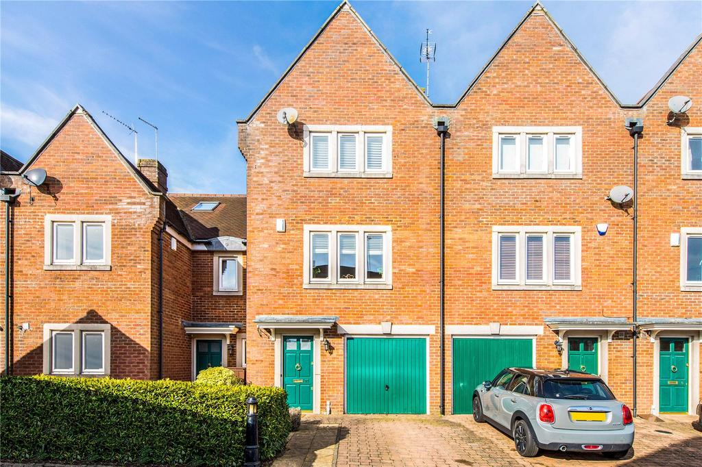 3 Bedrooms Terraced House for sale in Ulverston Close, St. Albans, Hertfordshire, AL1