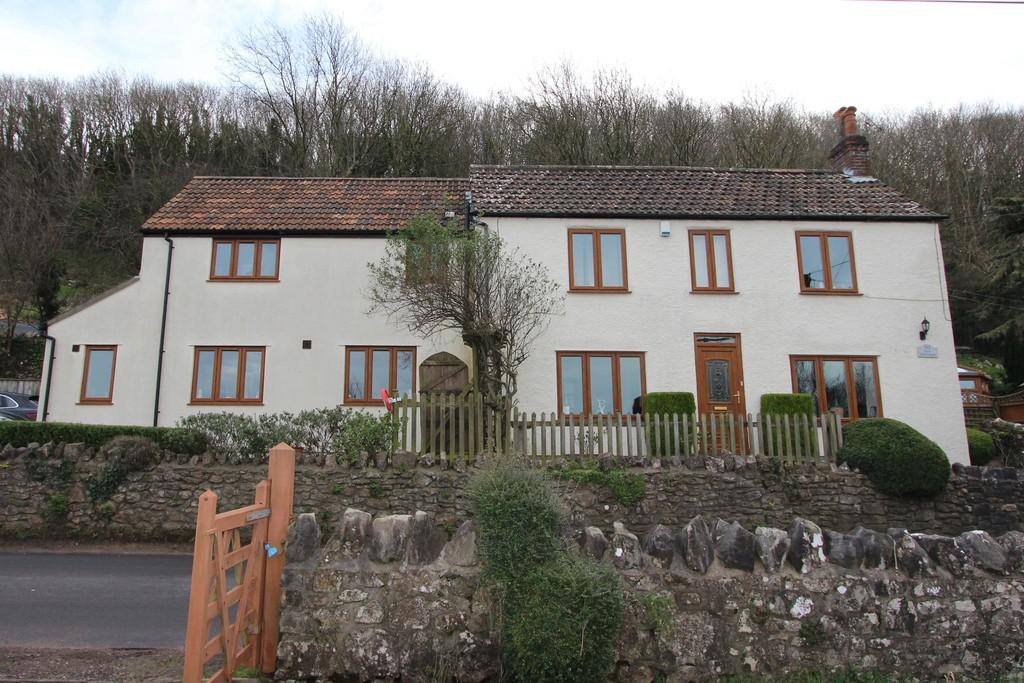 4 Bedrooms Cottage House for sale in Detached cottage in coastal location