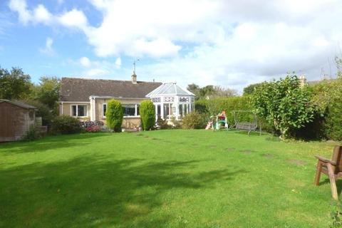 3 bedroom detached bungalow for sale - Meysey Hampton