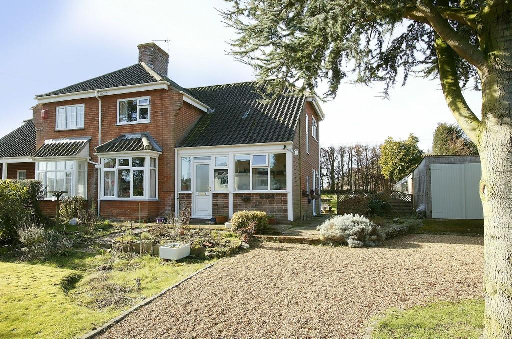 3 Bedrooms Semi Detached House for sale in Park Lane, Wymondham