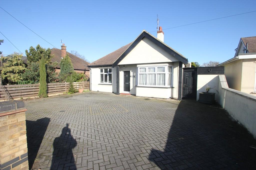 4 Bedrooms Detached Bungalow for sale in Ashingdon Road, Rochford