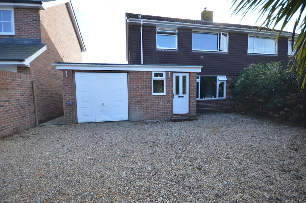 3 Bedrooms Semi Detached House for sale in Firmount Close, Everton, Lymington