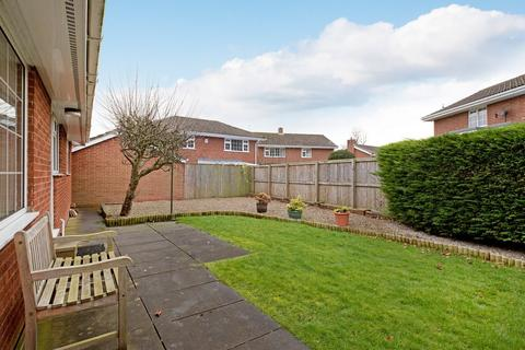 2 bedroom detached bungalow for sale - Newall Hall Park, Otley