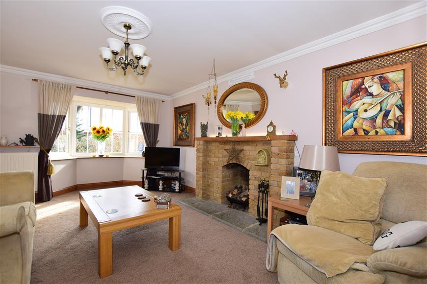 4 Bedrooms Detached House for sale in Plover Road, Hawkinge, Folkestone, Kent